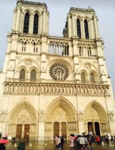 French crepe - Cathédrale Notre-Dame de Paris (Photo by Viana Boenzli)