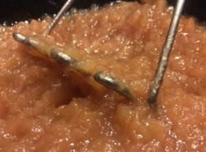 Applesauce and apple butter - Mashing apples for applesauce (Photo by Viana Boenzli)