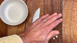 Peel Garlic - Apply gentle pressure (Photo by Viana Boenzli)
