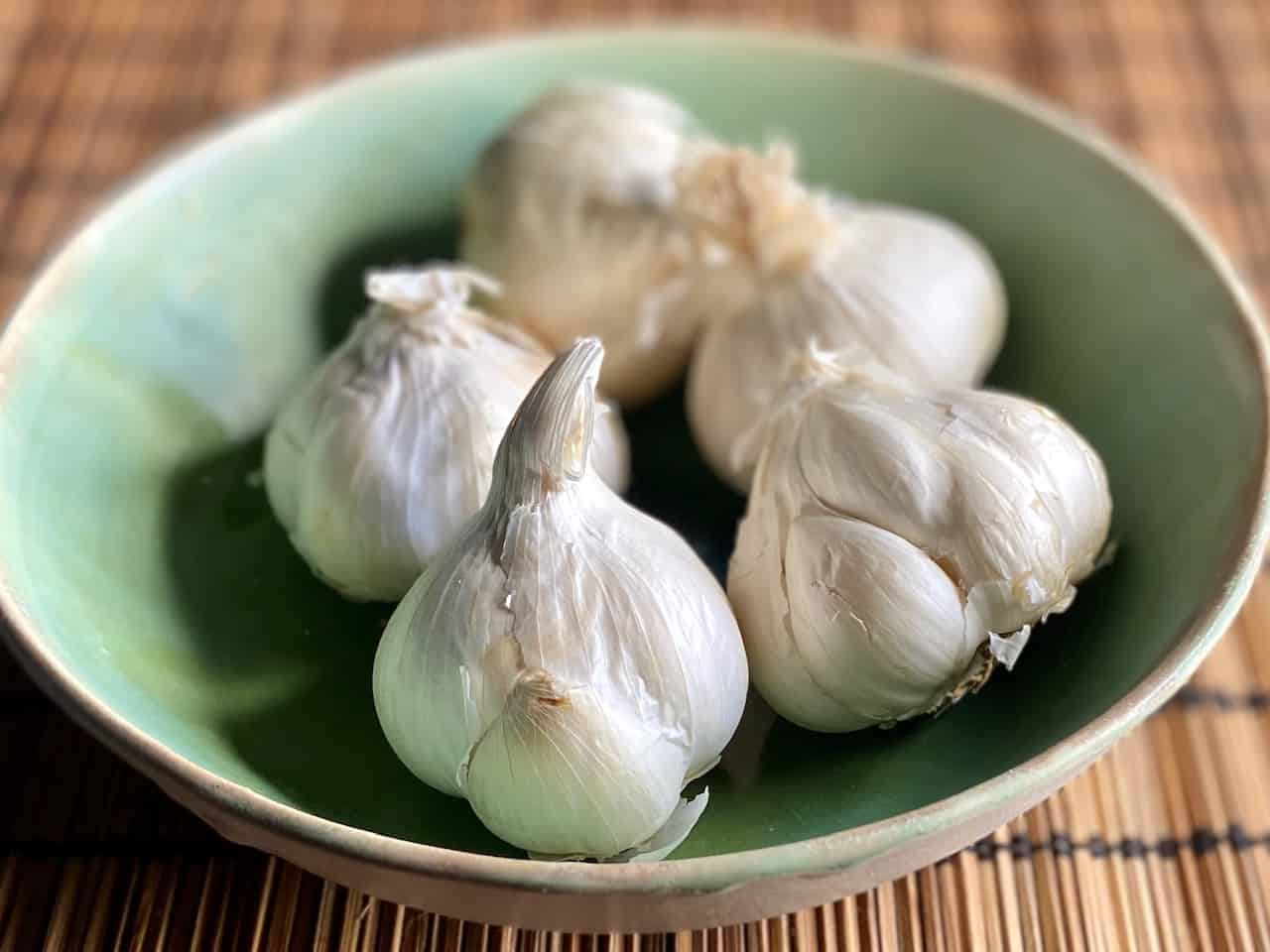 Peel Garlic - Everything you need to know to make garlic one of your kitchen buddies (Photo by Erich Boenzli)