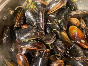 Moules marinière - Mussels cook fast (Photo by Erich Boenzli)