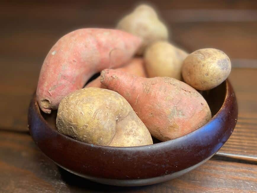 Recipe for a baked potato - Russet and Sweet Potatoes (Photo by Erich Boenzli)