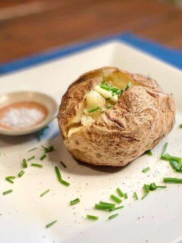 Recipe for a baked potato - Fluffy Baked Potato (Photo by Erich Boenzli)