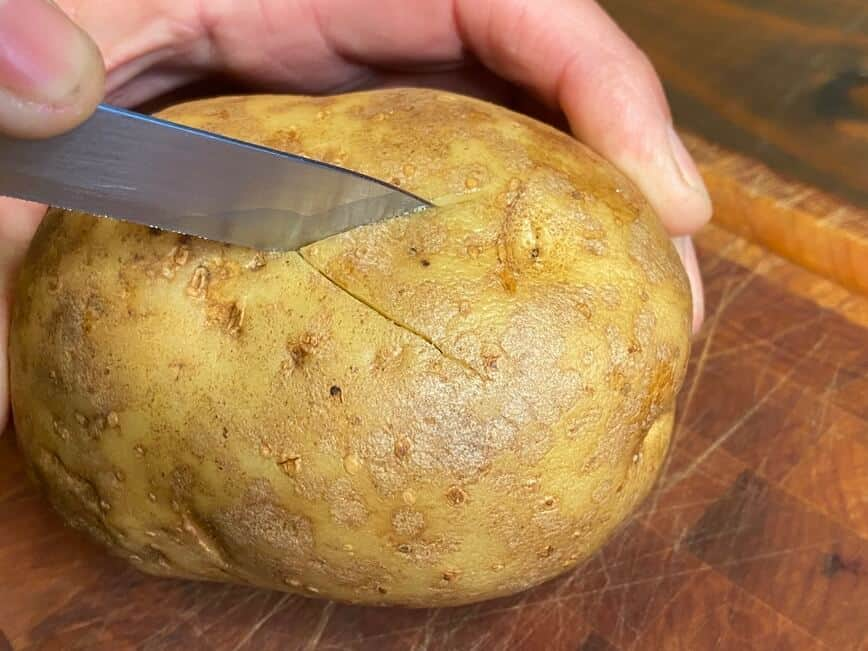 Recipe for a baked potato - Carving the X (Photo by Erich Boenzli)