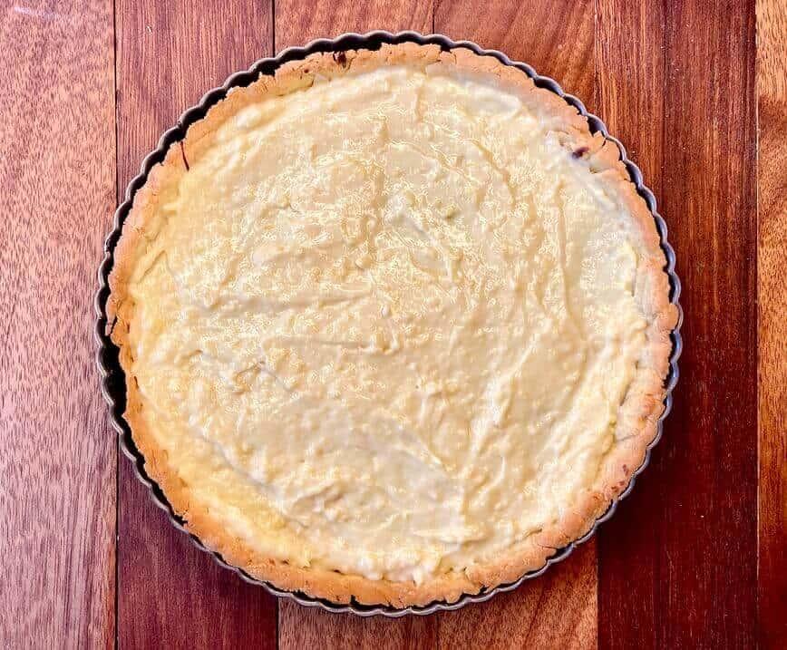 Fruit Tart Recipe - pastry cream in tart (Photo by Viana Boenzli)