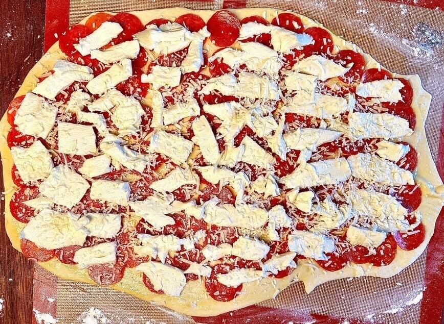 Pepperoni Roll / Pepperoni Bread (Photo by Viana Boenzli)
