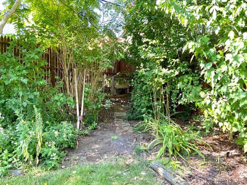 Garden Decor - compost area (Photo by Viana Boenzli)