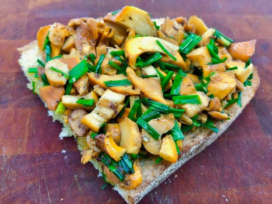 Chanterelles - Chanterelles with chives on toasted bread (Photo by Erich Boenzli)