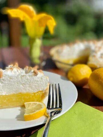 Lemon Meringue Pie (Photo by Viana Boenzli)