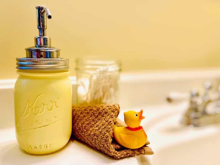 Mason Jar Soap Dispenser (Photo by Viana Boenzli)