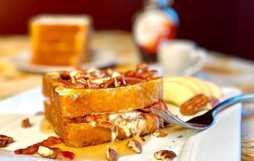 Stuffed French Toast (Photo by Viana Boenzli)