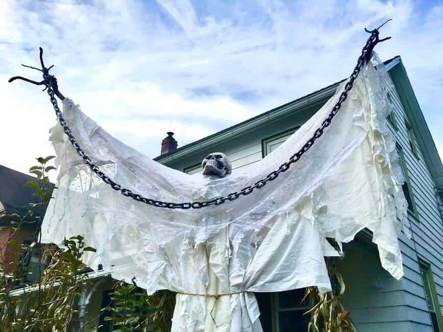 Big Guy Halloween decoration (Photo by Viana Boenzli)