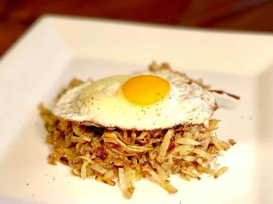 How to make hash browns - Loose shredded hash brown and egg (Photo by VIana Boenzli)