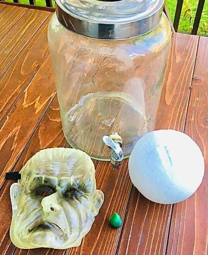 Head in a Jar (Photo by Viana Boenzli)
