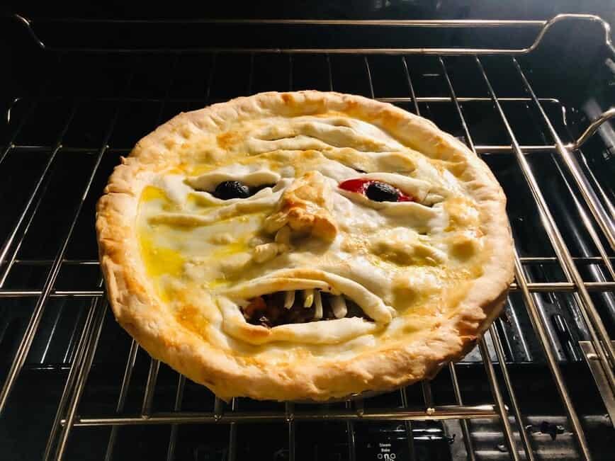 Face Meat Pie - It's getting hot in here (Photo by Erich Boenzli)