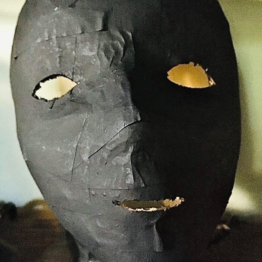 How to make a paper mache mask (Photo by Viana Boenzli)