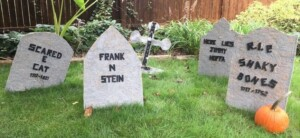 DIY Tombstones for Halloween (Photo by Viana Boenzli)