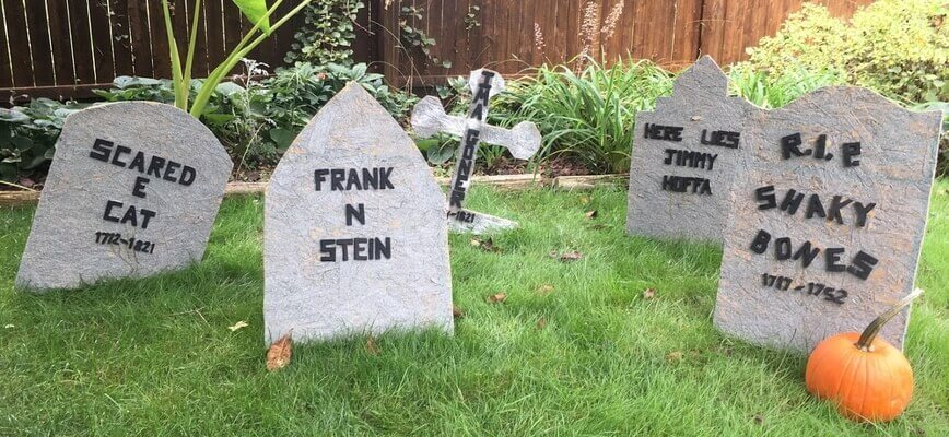 DIY Tombstones for Halloween (Photo by Viana Boenzli)