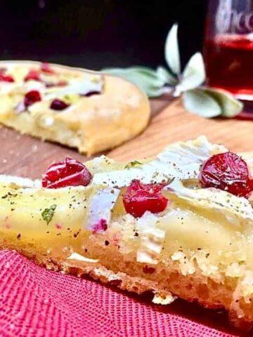 Baked Cranberry Brie Bites (Photo by Viana Boenzli)