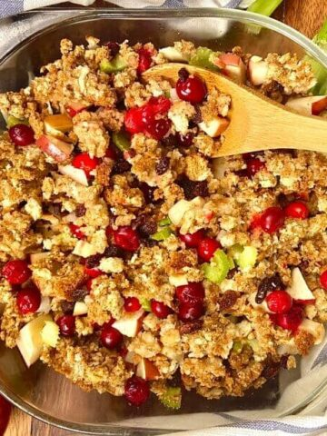 Thanksgiving Stuffing with Fruit (Photo by Viana Boenzli)