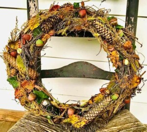 3 Fun Acorn & Pinecone Crafts - Fall Wreath (Photo by Viana Boenzli)