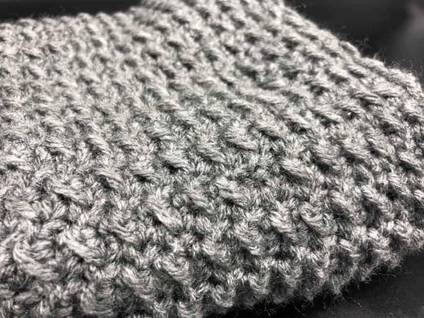 Easy Infinity Scarf Crochet Pattern for Beginners (Photo by Viana Boenzli)