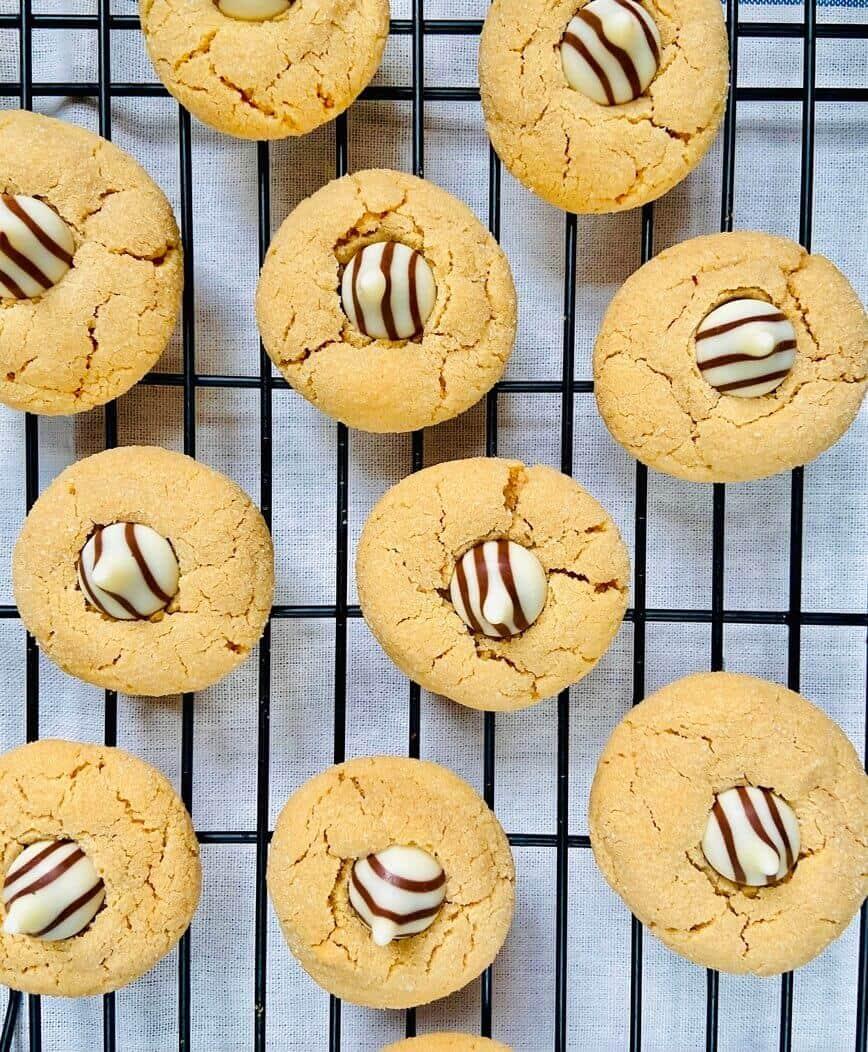 Soft Peanut Butter Blossom Cookies (Photo by Viana Boenzli)