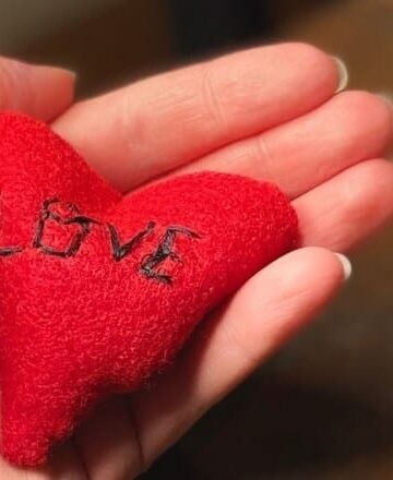 DIY Heart Hand Warmers (Photo by Viana Boenzli)
