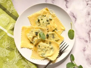 Homemade Spinach Ricotta Ravioli with Butter Sage Sauce (Photo by Viana Boenzli)