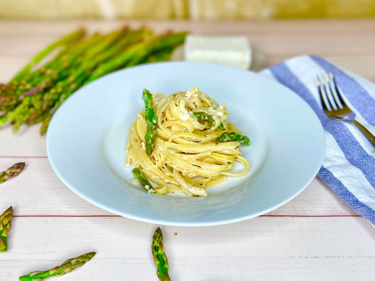 Pasta With Feta Cheese And Asparagus (Photo by Viana Boenzli)