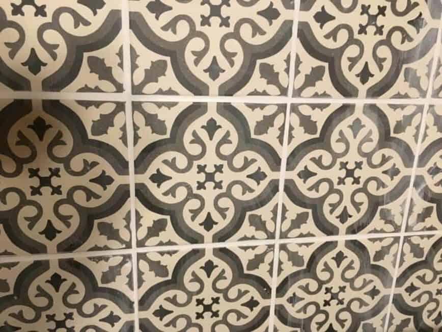 Kitchen Backsplash - Tiles hazy after first cleaning (Photo by Viana Boenzli)
