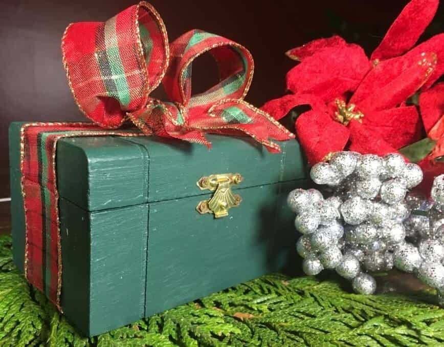 DIY Gift Box (Photo by Viana Boenzli)