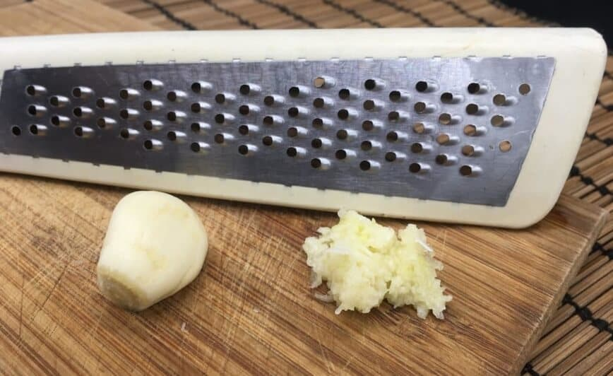 French Bread Pizza - Grated garlic (Photo by Viana Boenzli)