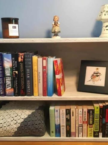 Bookcase Makeover - So beautiful and relaxing now! I love it! (Photo by Viana Boenzli)