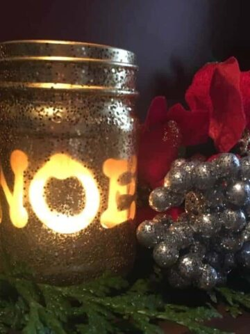 Christmas candle - Finished, lit with candle - Festive candlelight (Photo by Viana)