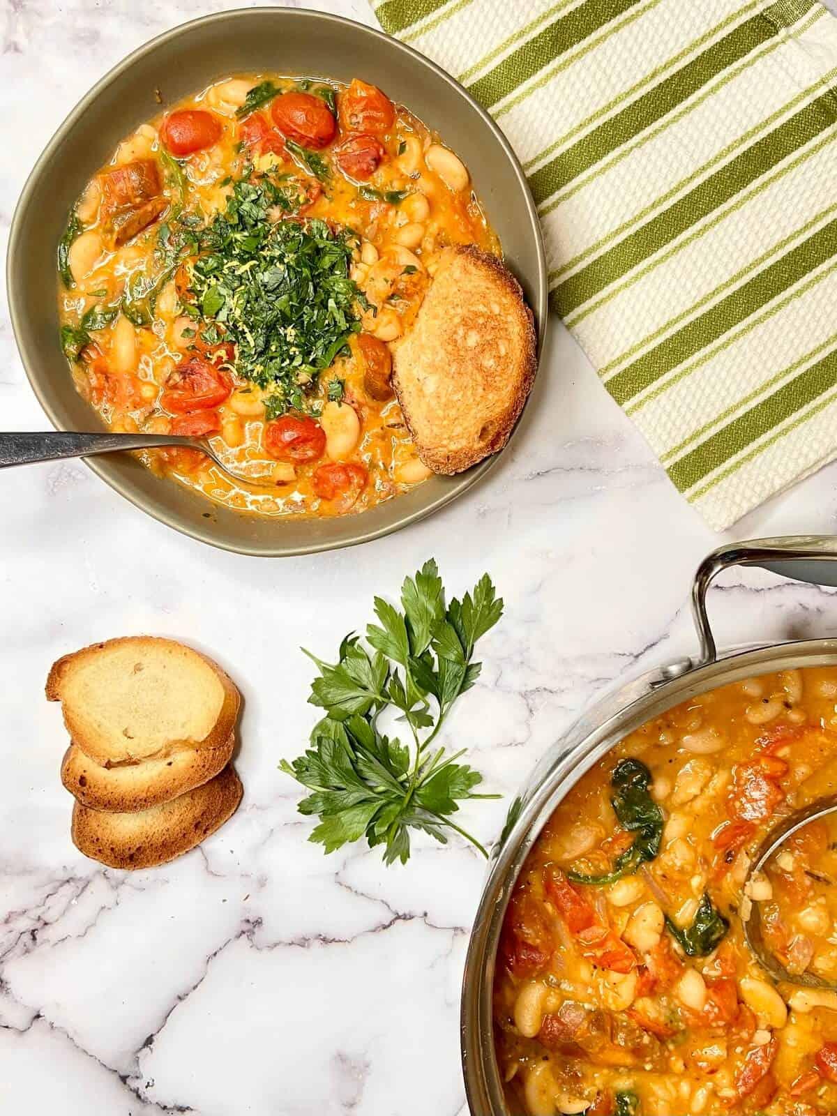 Roasted Tomato and White Bean Stew (Photo by Viana Boenzli)